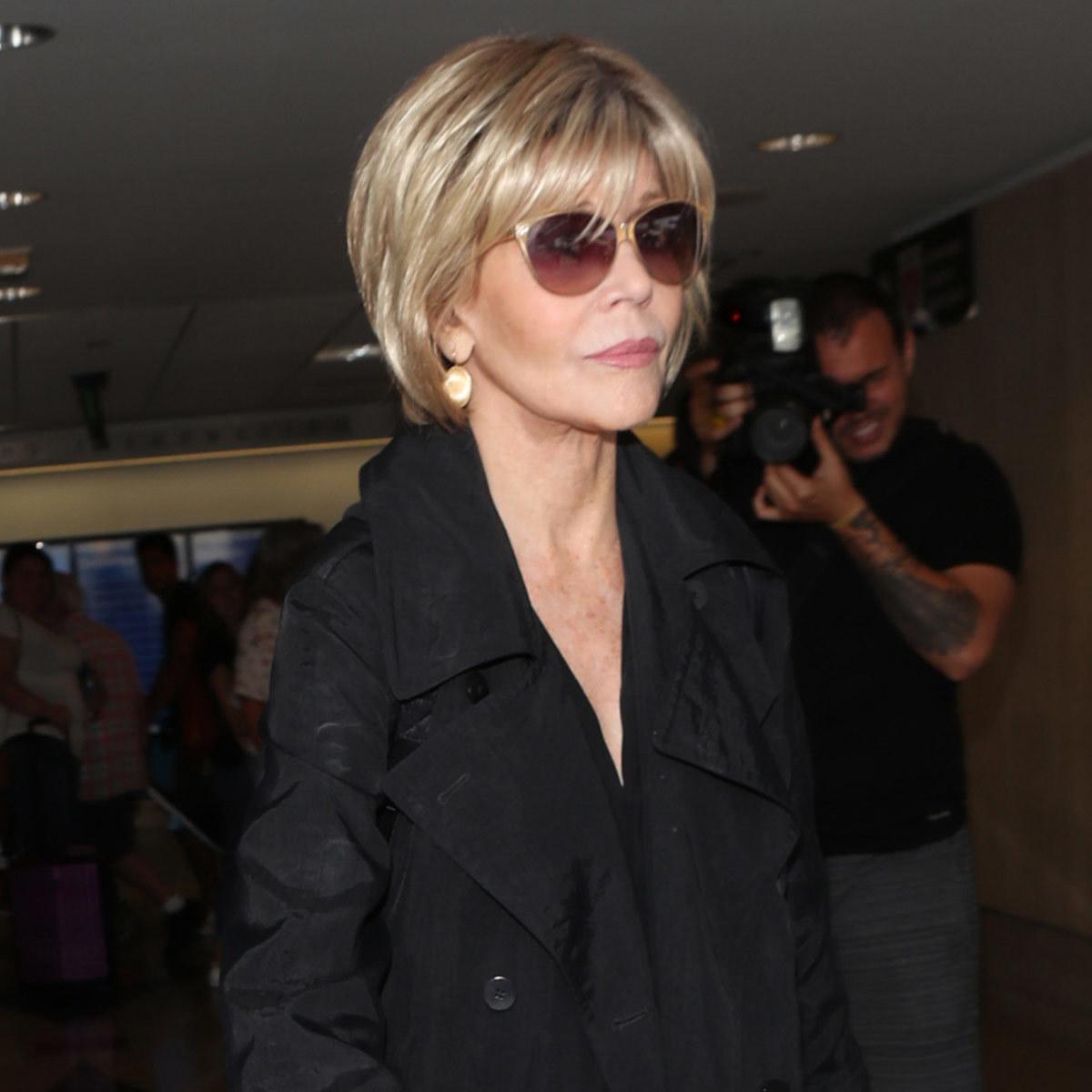 Jane Fonda con un bob muy corto con flequillo y mechas.