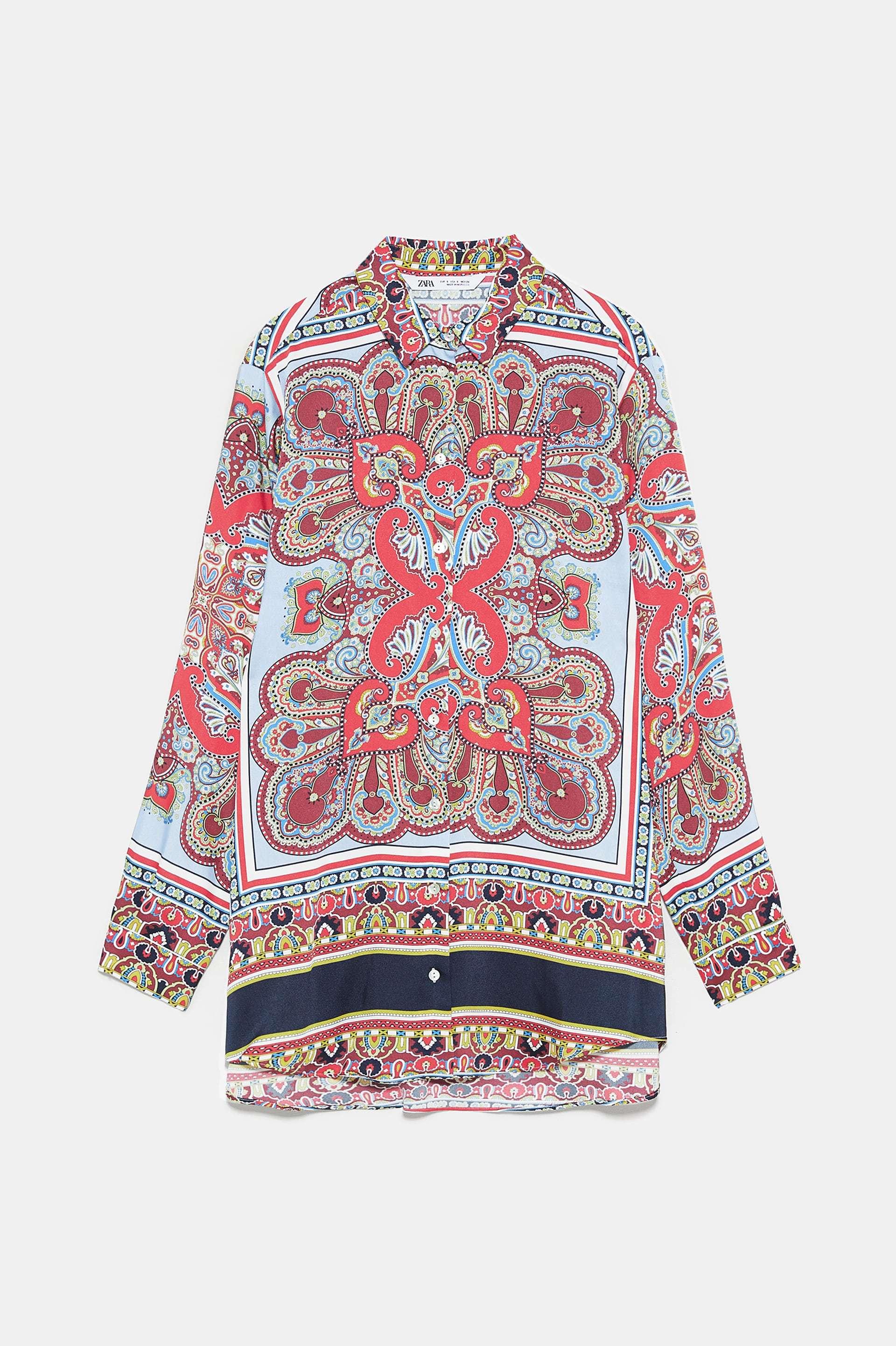 Camisa con estampado de pañuelo de Zara