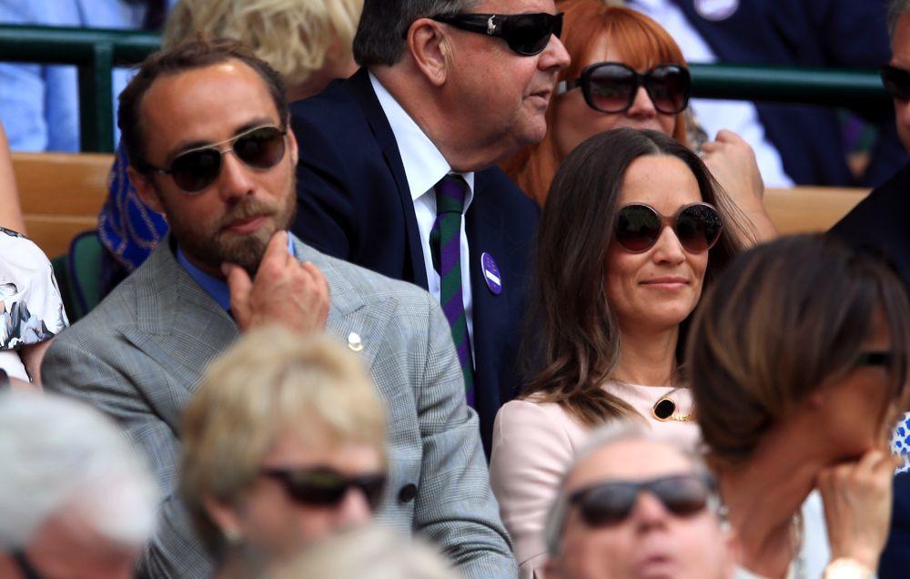 Pippa y James Middleton en las gradas.