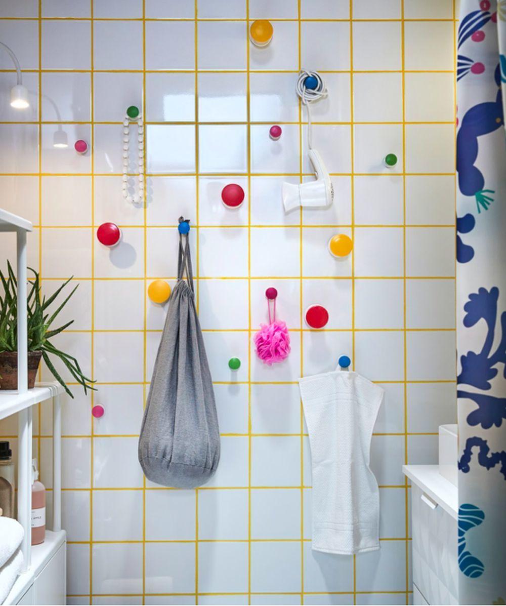Paredes con accesorios para colgar toallas, de Ikea