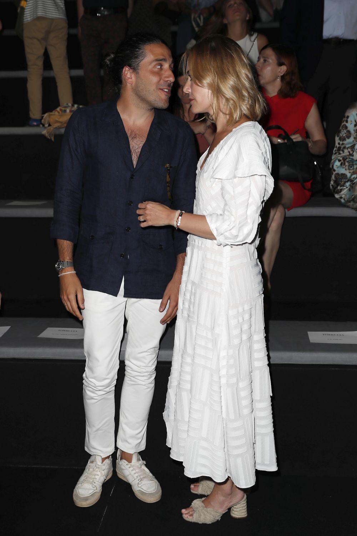 Marta Ortega completó su look con unas sandalias de Zara.