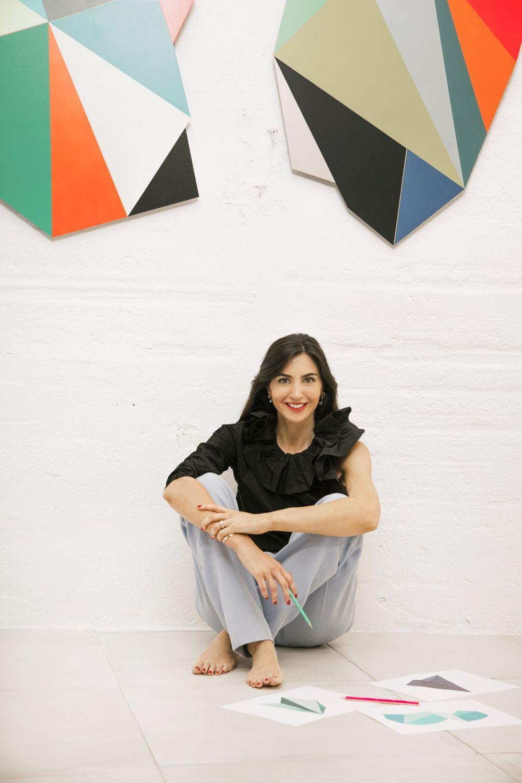 Anita Suárez de Lezo con top asimétrico y pantalón celeste de The...