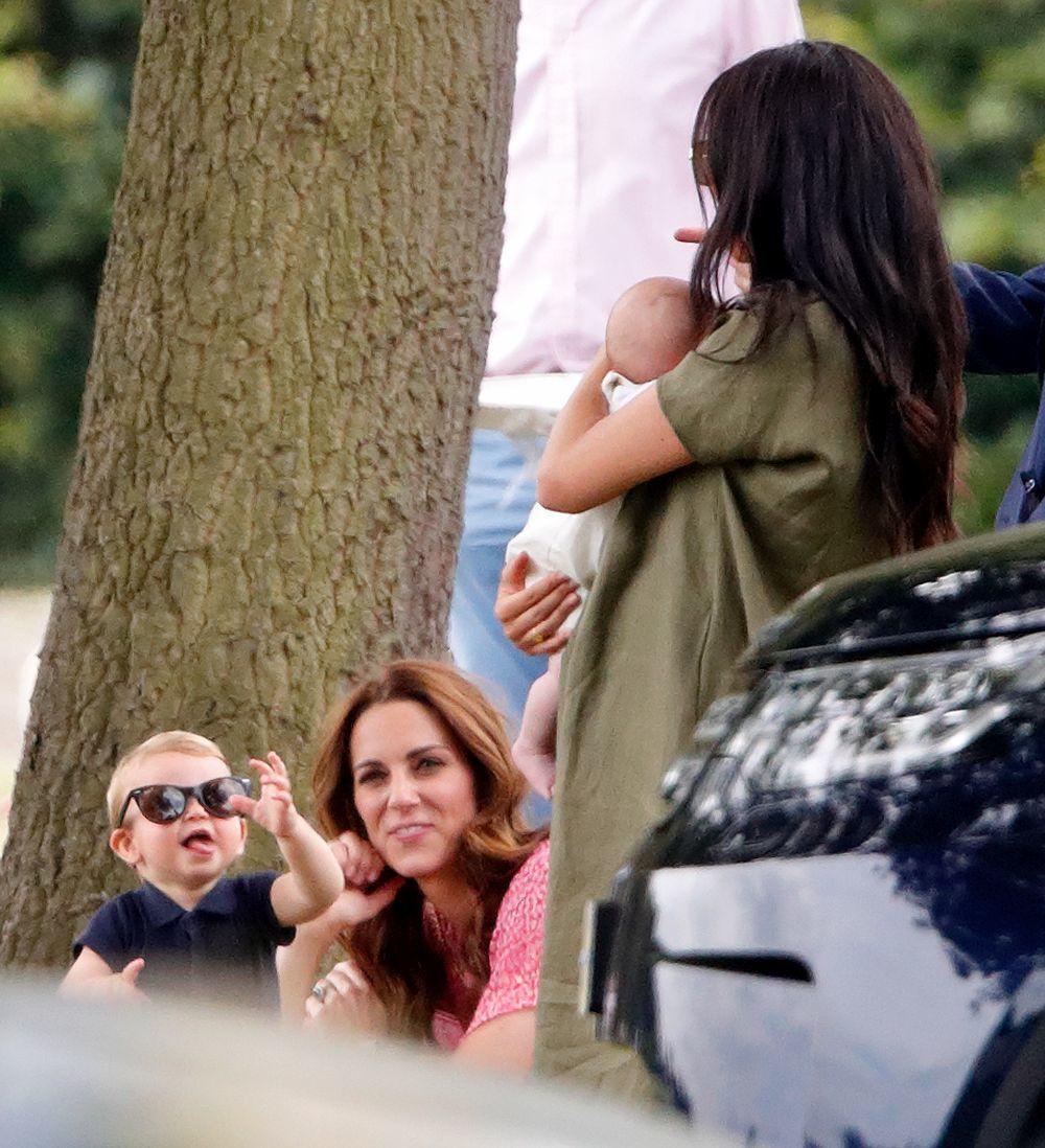 Meghan y Kate acuden con sus hijos al polo.