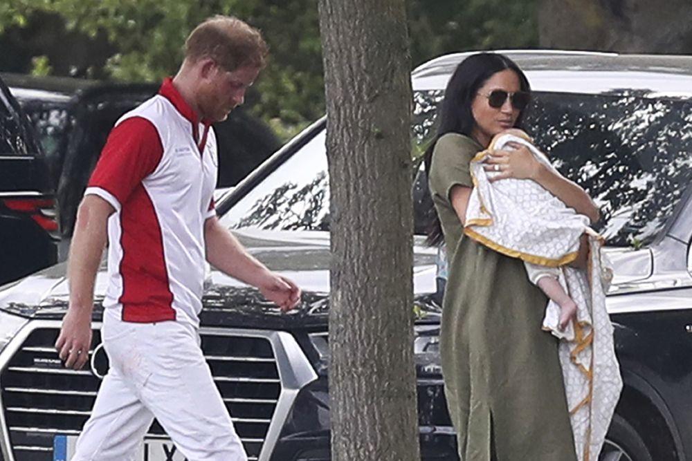 Meghan Markle y el príncipe Harry acuden con Archie al polo.