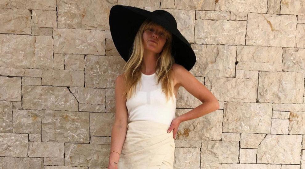 Jeanette Madsen sabe llevar los sombreros con estilo en todas partes