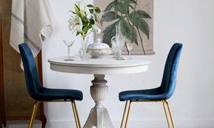 Mesa de madera color blanca