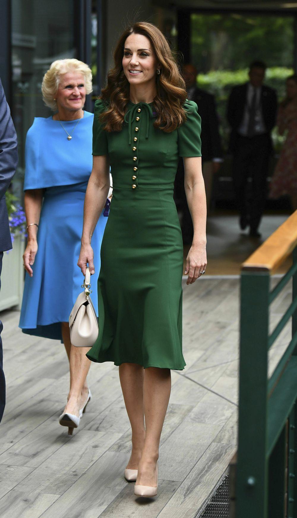 Kate Middleton con un vestido verde de Dolce & Gabbana.