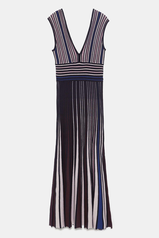 Vestido de punto con escote en V de Zara