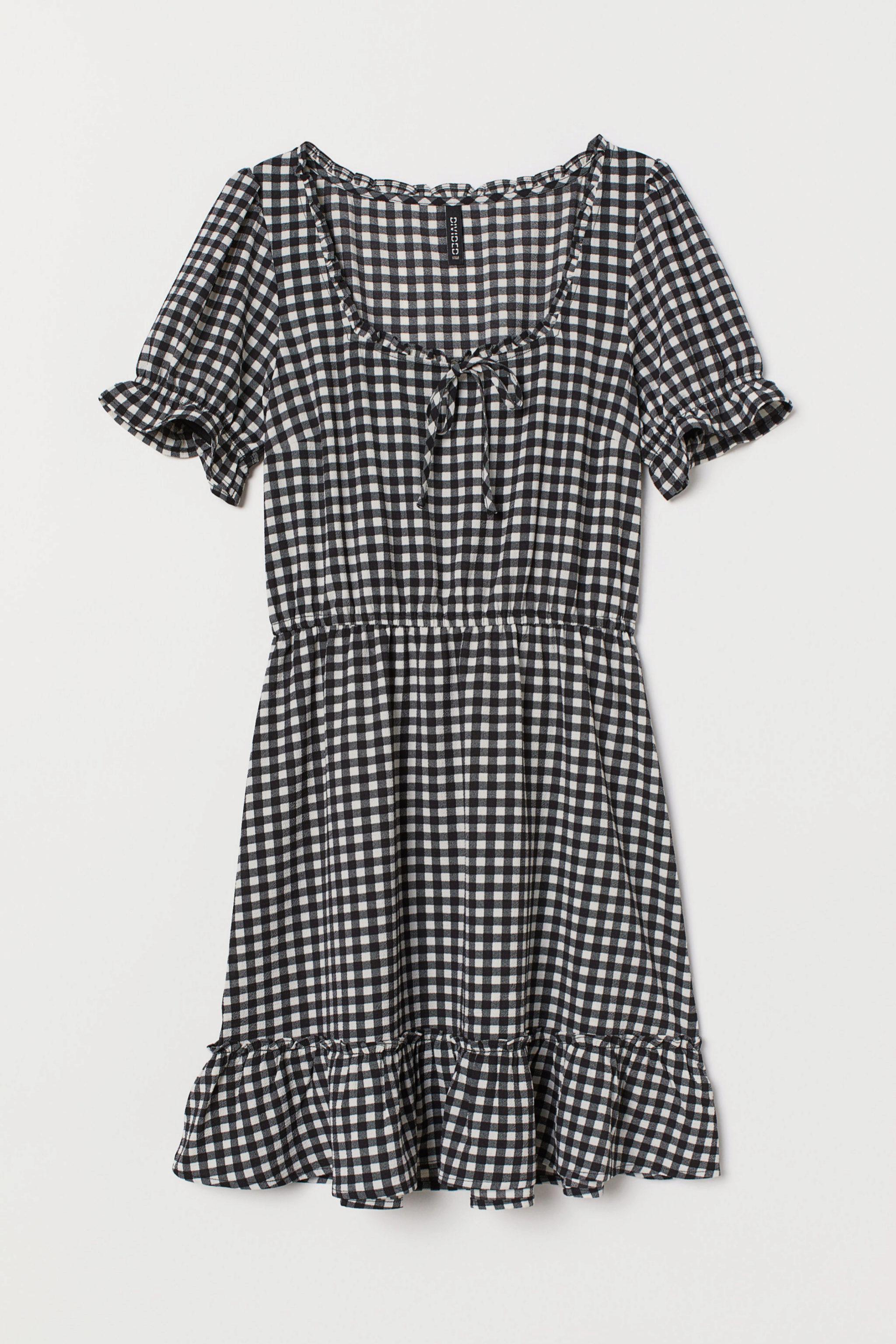 Vestido con estampado vichy y volantes de H&M (11,99¤)