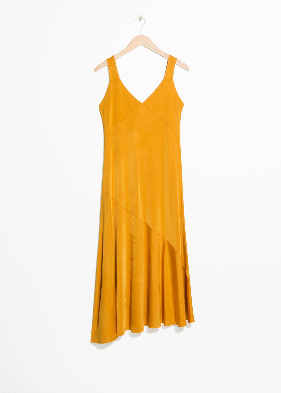 Vestido amarillo satinado de & Other Stories (35¤)