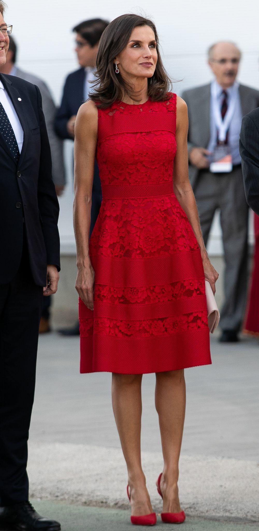 La reina Letizia con un vestido rojo de CH Carolina Herrera.