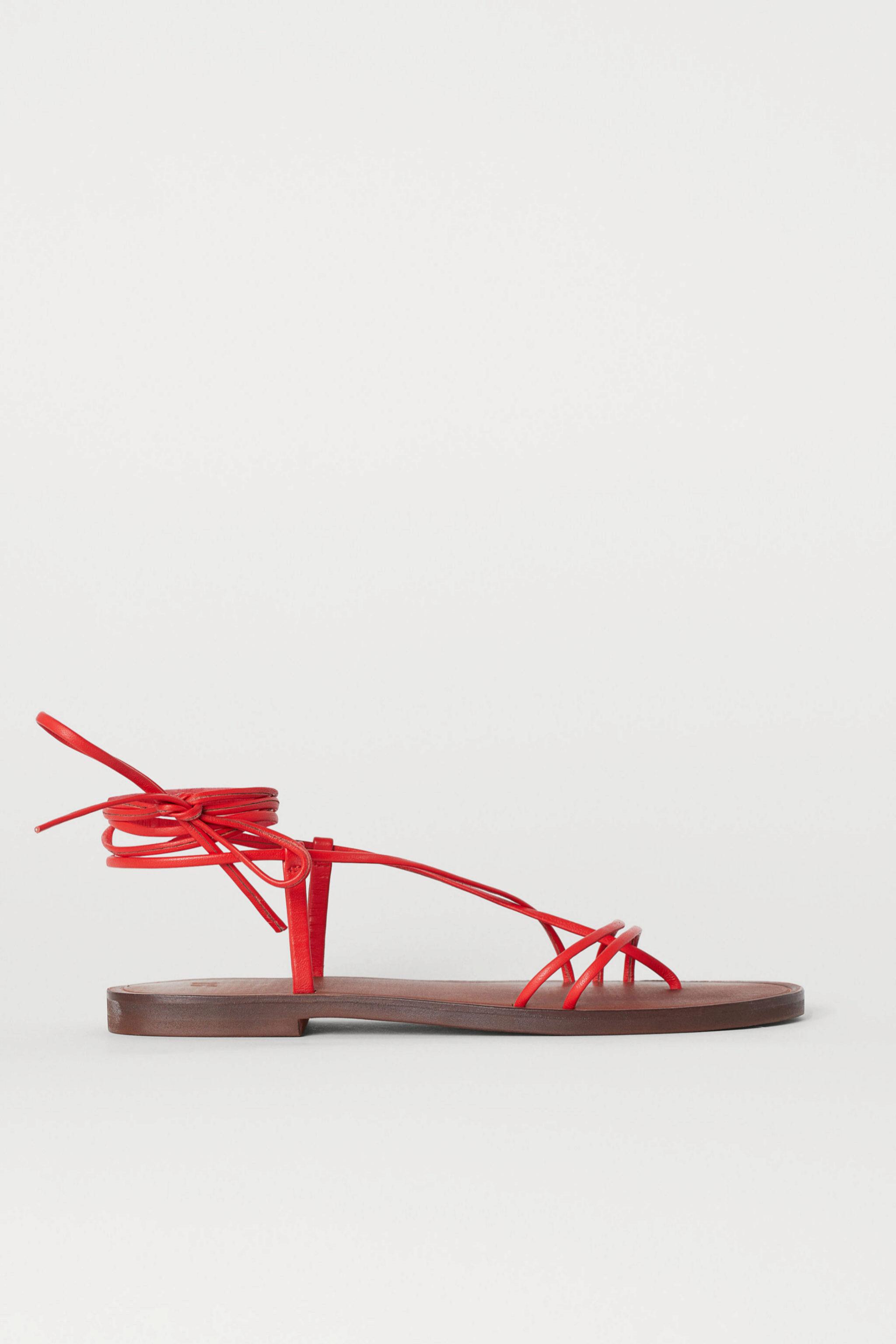 Sandalias de piel anudadas al tobillo de H&M