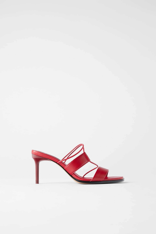 Sandalias de tacón en color rojo de Zara