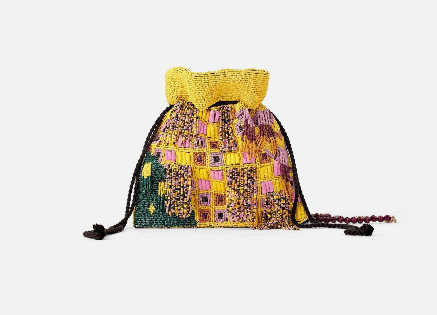 Bombonera de tela y cuentas, de Zara (15,99 euros).