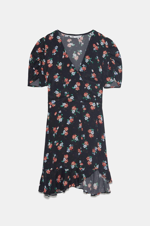 Vestido floral de Zara.