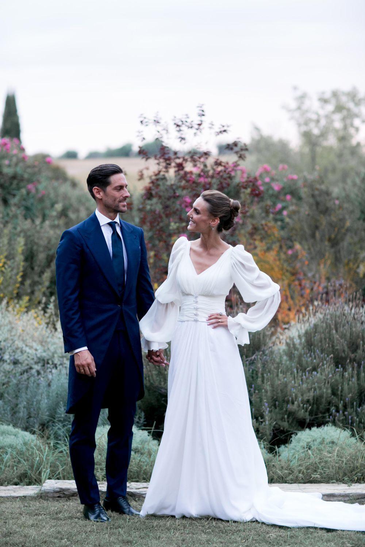 Los novios recién casados.