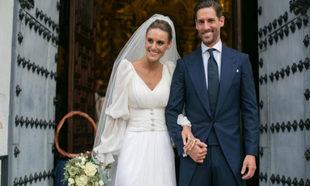 Alejandra y Paco saliendo de la iglesia ya como marido y mujer.