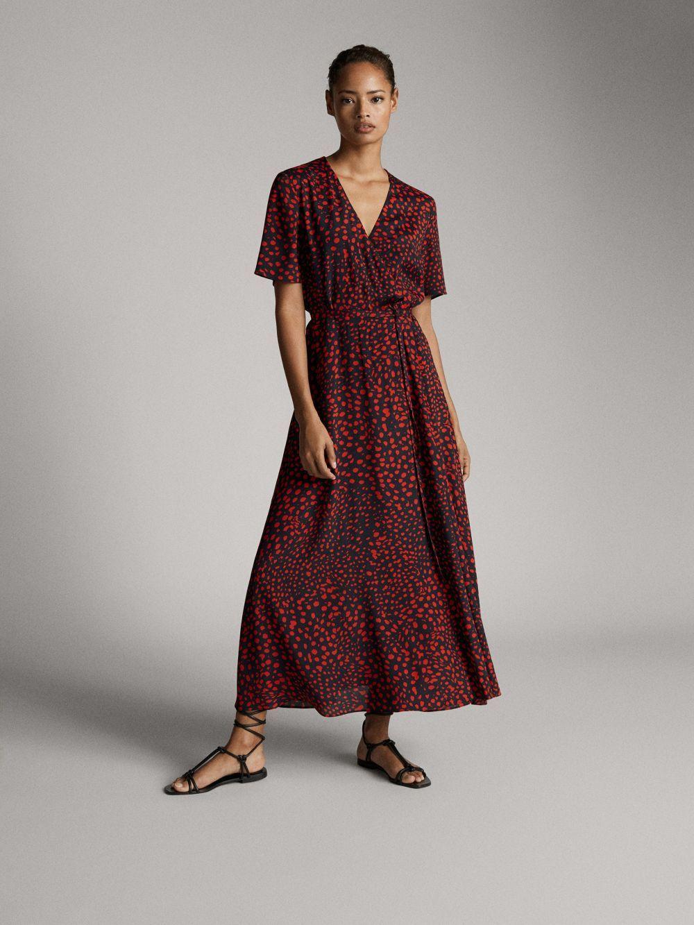Vestido de Massimo Dutti.