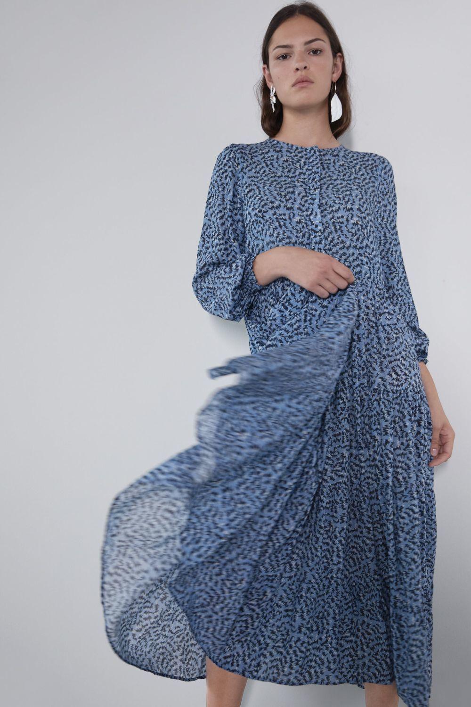 Vestido estampado de Zara.