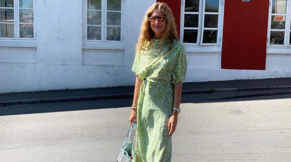 Emili Sindlev tiene un color favorito y ese es el verde
