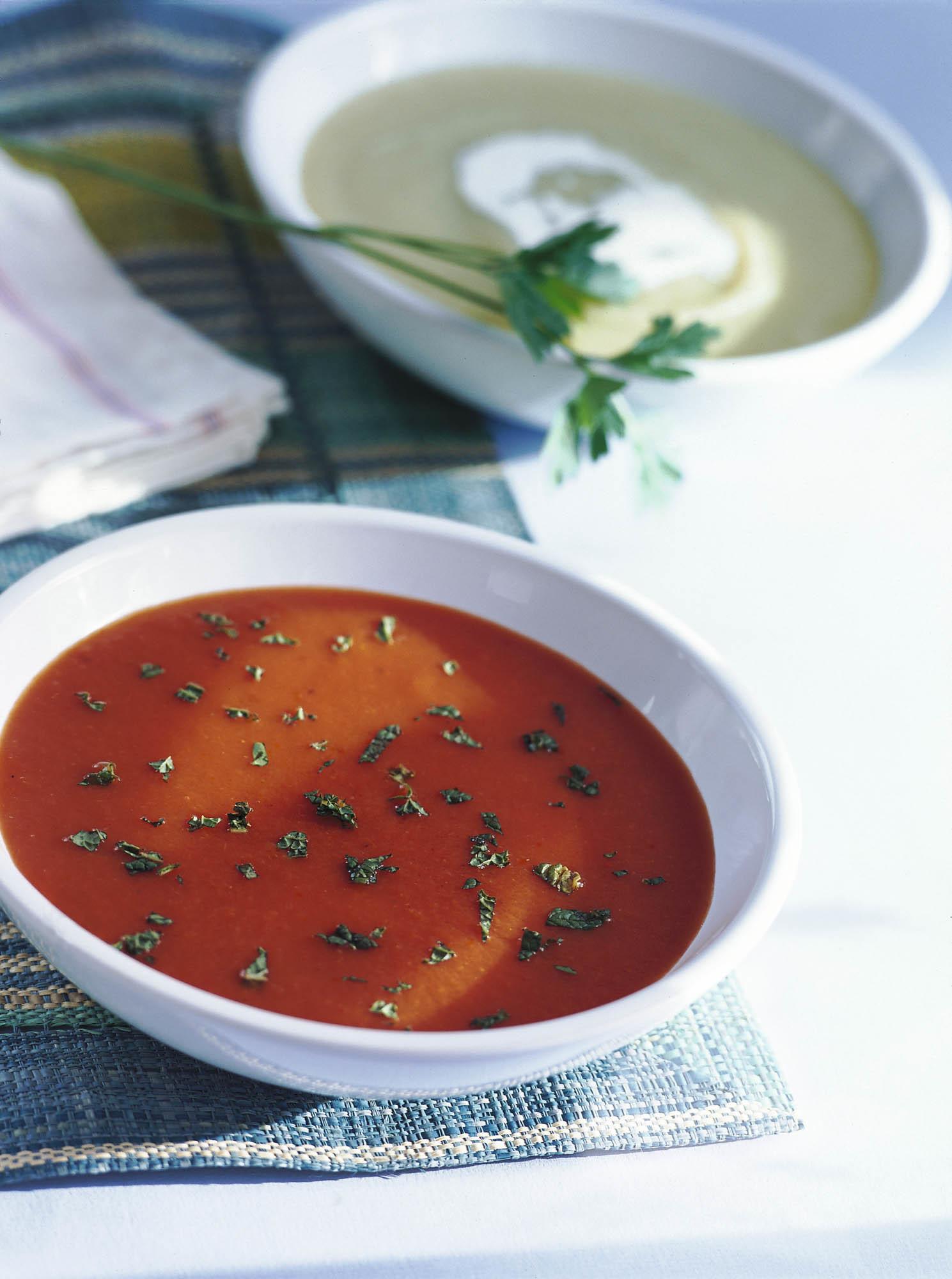 El gazpacho es la comida del verano, un plato que hidrata y aporta antioxidantes a tu dieta.