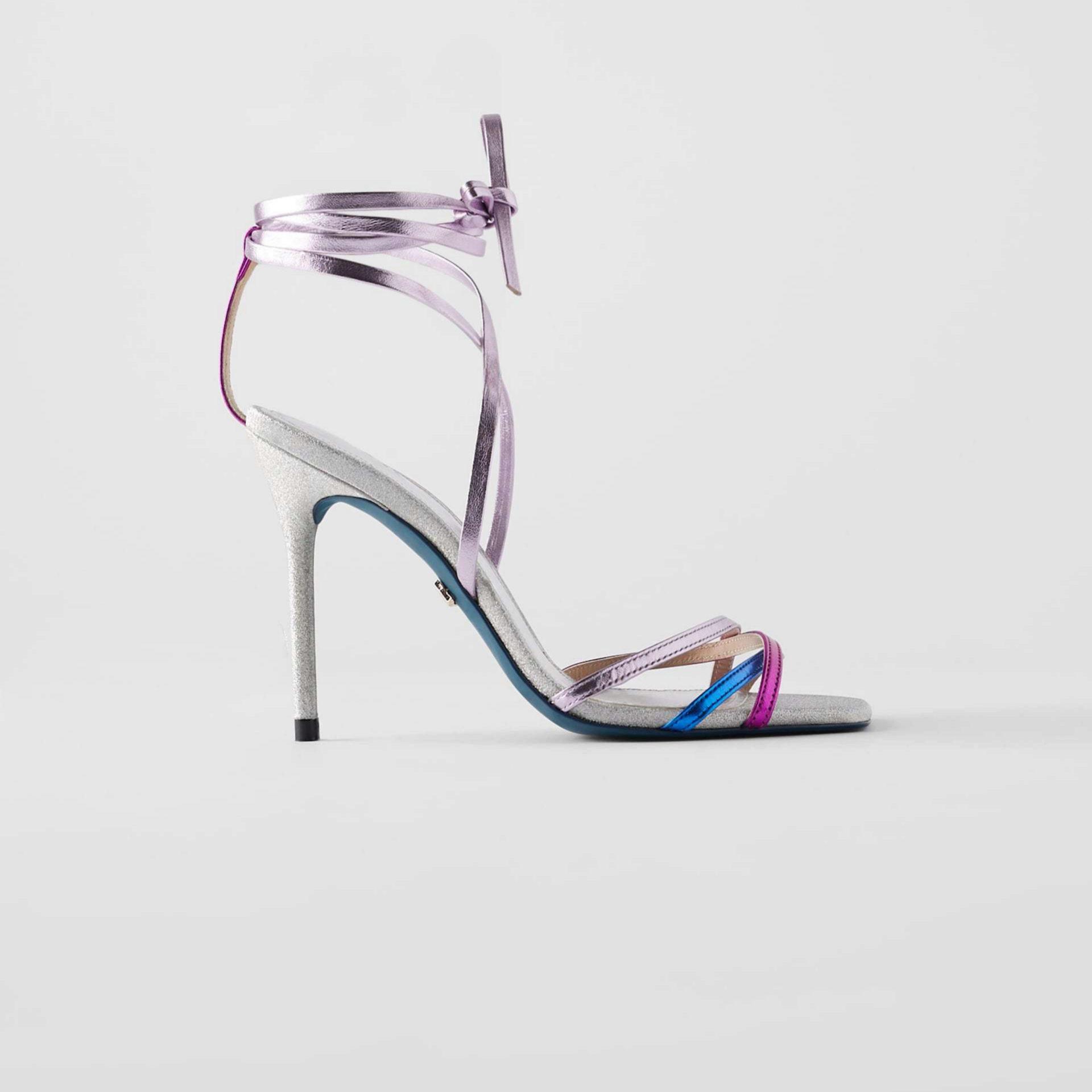 Sandalias en plata y detalles en color de Edición Limitada de Zara (69,95¤)