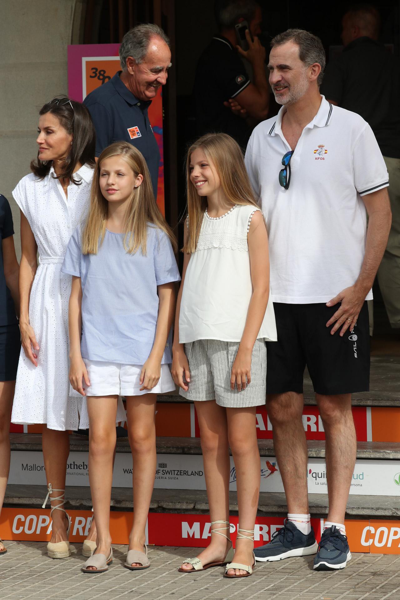 La familia real da comienzo a sus vacaciones  en el Real Club Naútico...