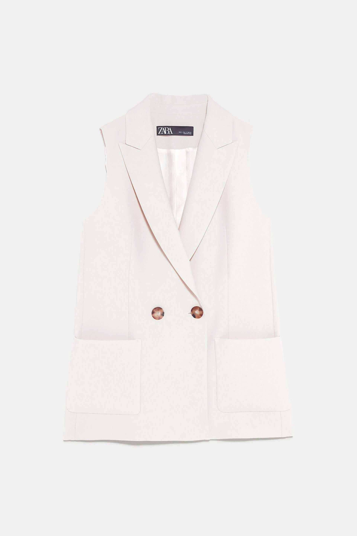 Chaleco en color marfil de Zara