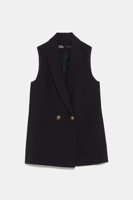 Chaleco negro con botones de carey de Zara