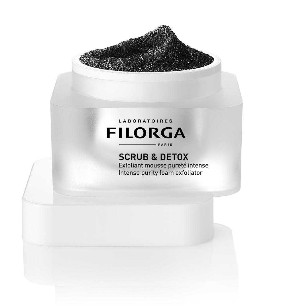 Exfoliante Scrub & Detox de Filorga con carbón activado.