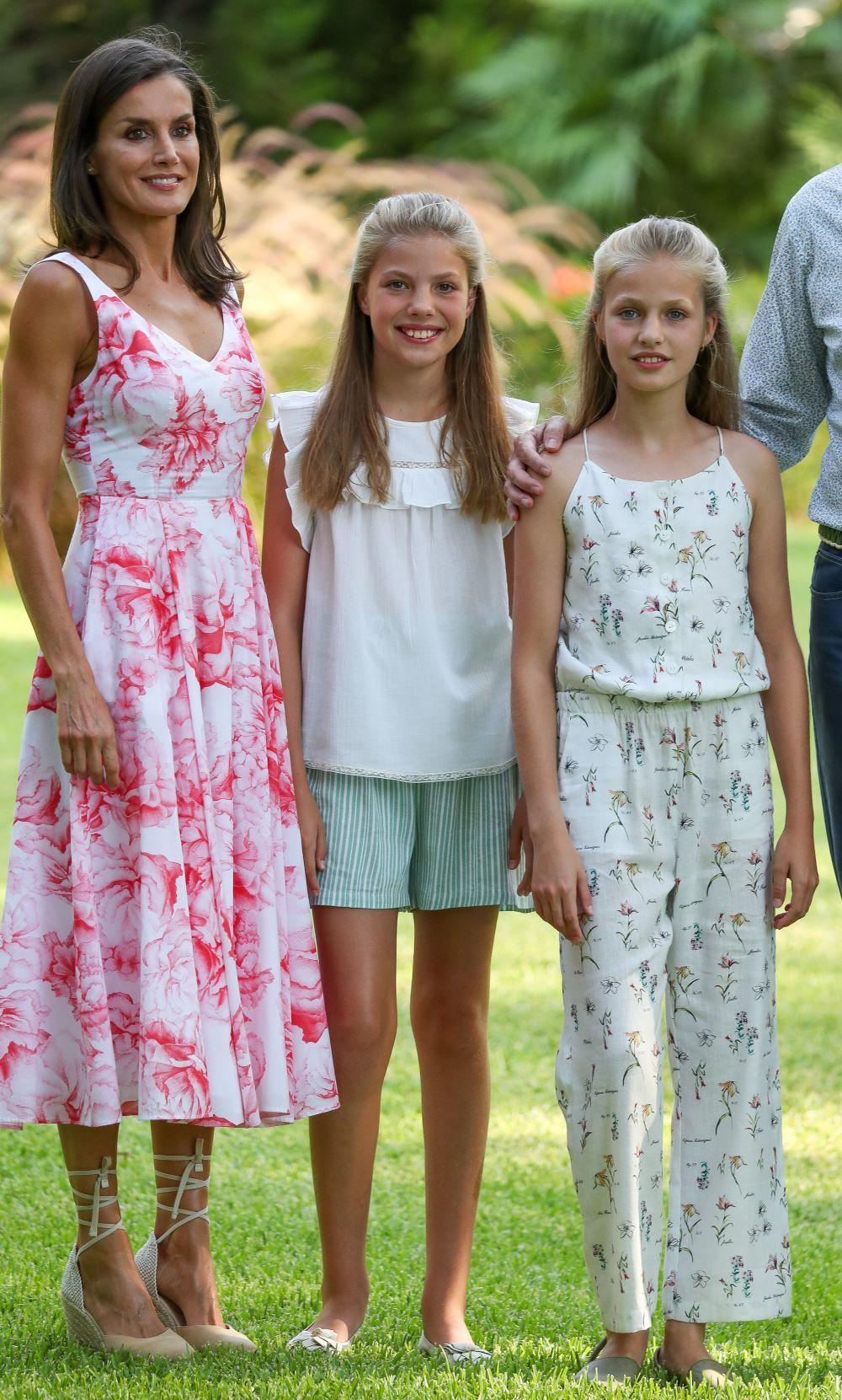 La reina Letizia con sus hijas en Mallorca.