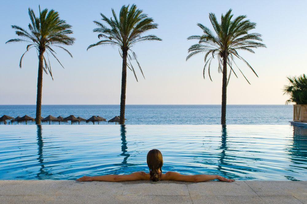 Las mejores piscinas dónde disfrutar de la gastronomía y de un buen...
