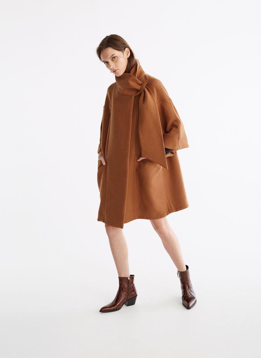 Abrigo estilo capa de Uterqüe