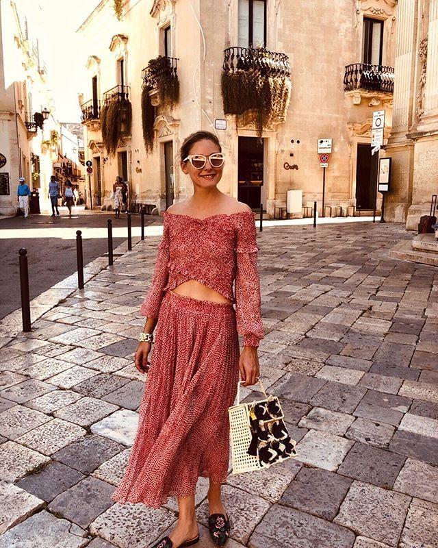 Olivia Palermo no pierde su estilo ni en vacaciones.