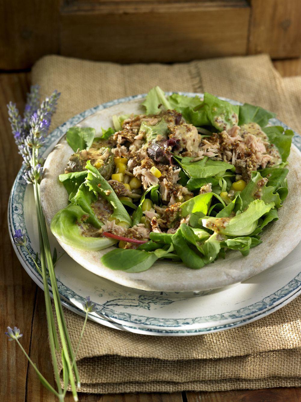 Los tacos de lechuga con ingredientes frescos y atún o un extra de...