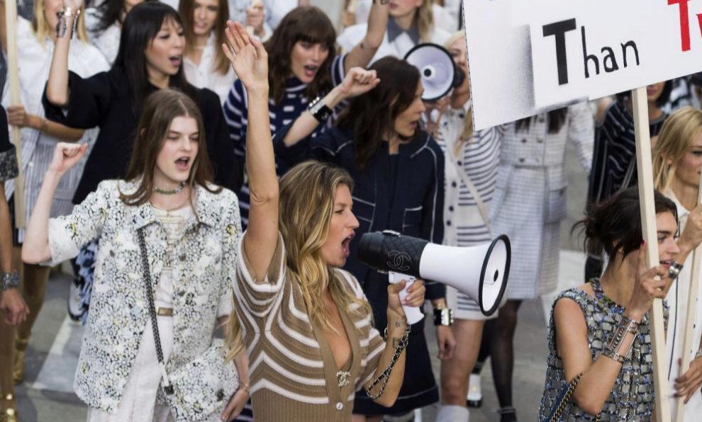 Gisele Bundchen y otras modelos del desfile de Chanel primeravera...