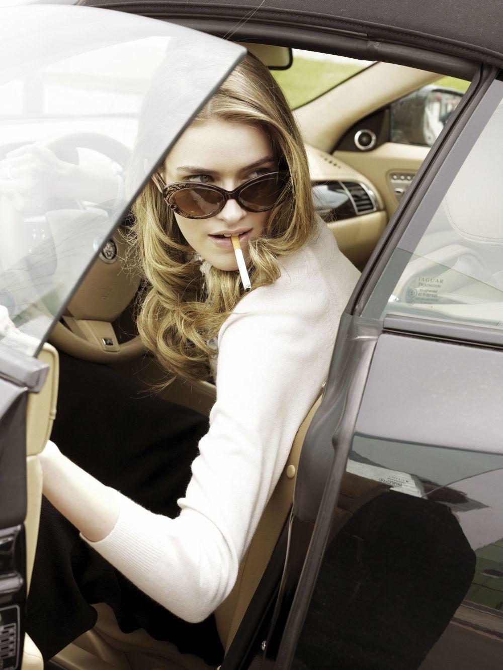 Fumar aumenta algunos de los riesgos de los anticonceptivos.