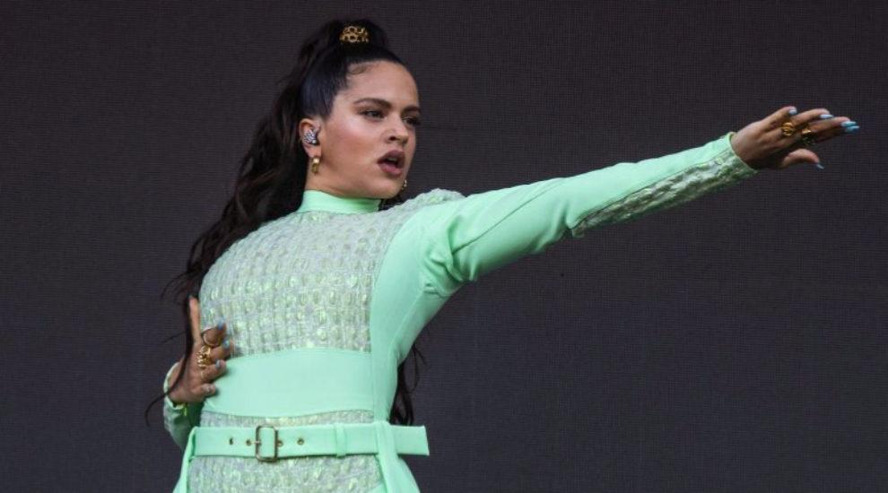 Rosalía durante una actuación en Chicago.