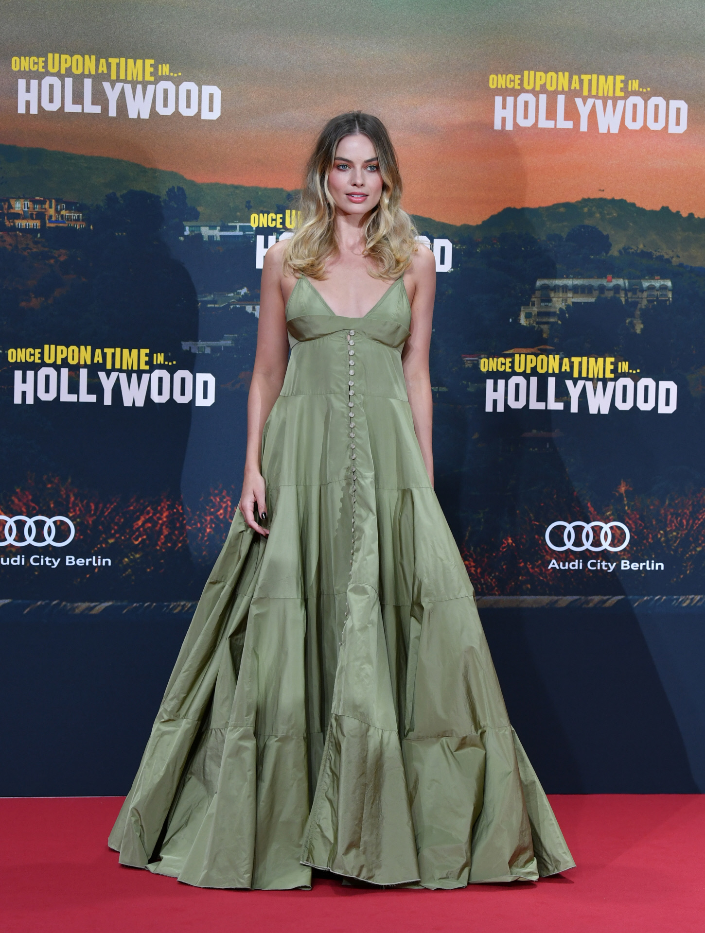 Margot Robbie con vestido de Jacquemus