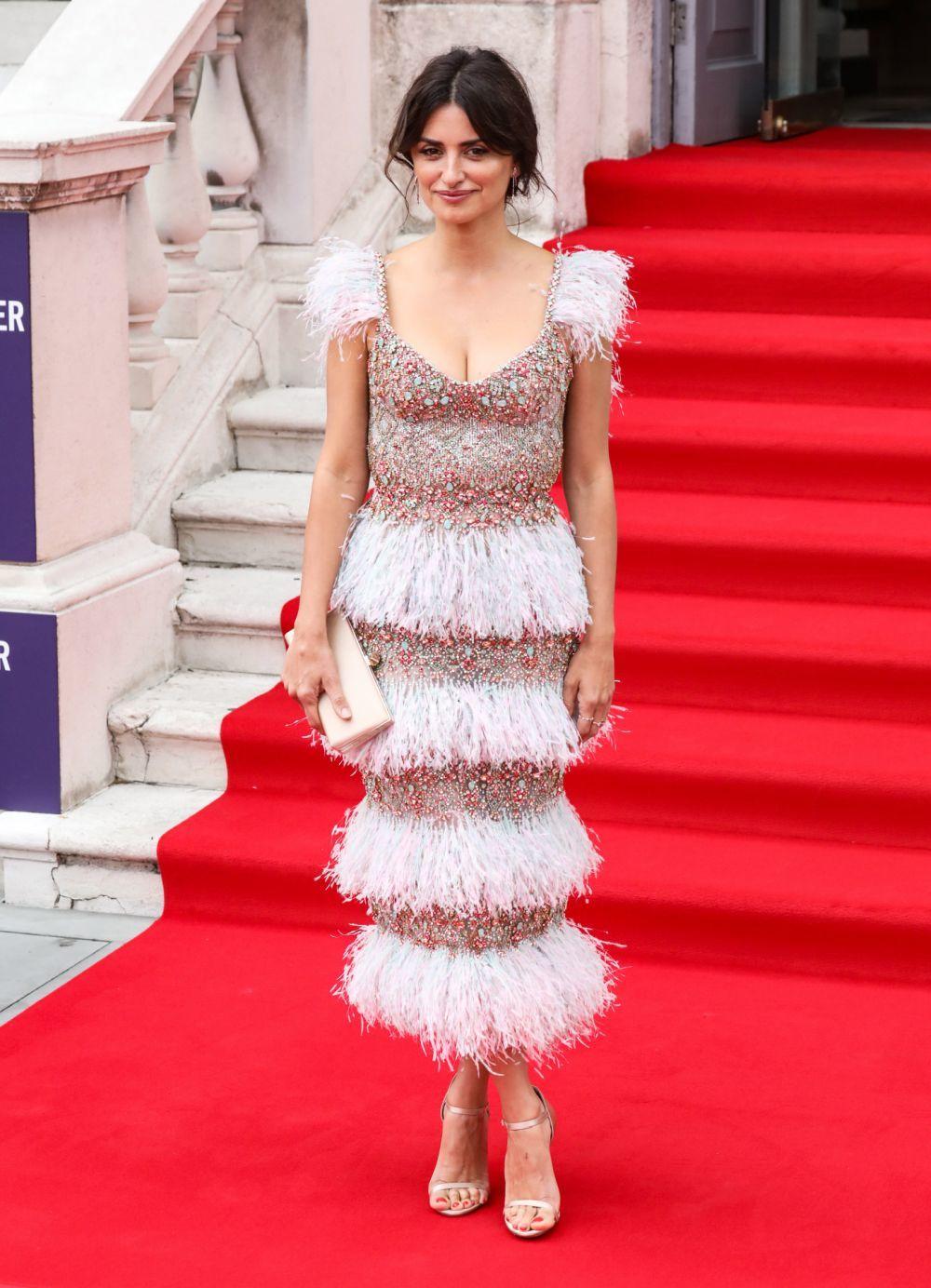 """Penélope Cruz, en el estreno de """"Dolor y Gloria"""" en Londres, con..."""