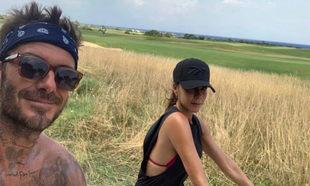 Victoria Beckham y David Beckham disfrutan del verano en un paseo en...