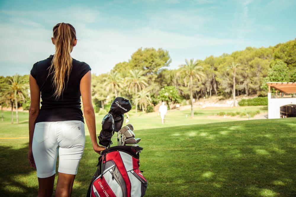 Empieza la clase de golf.