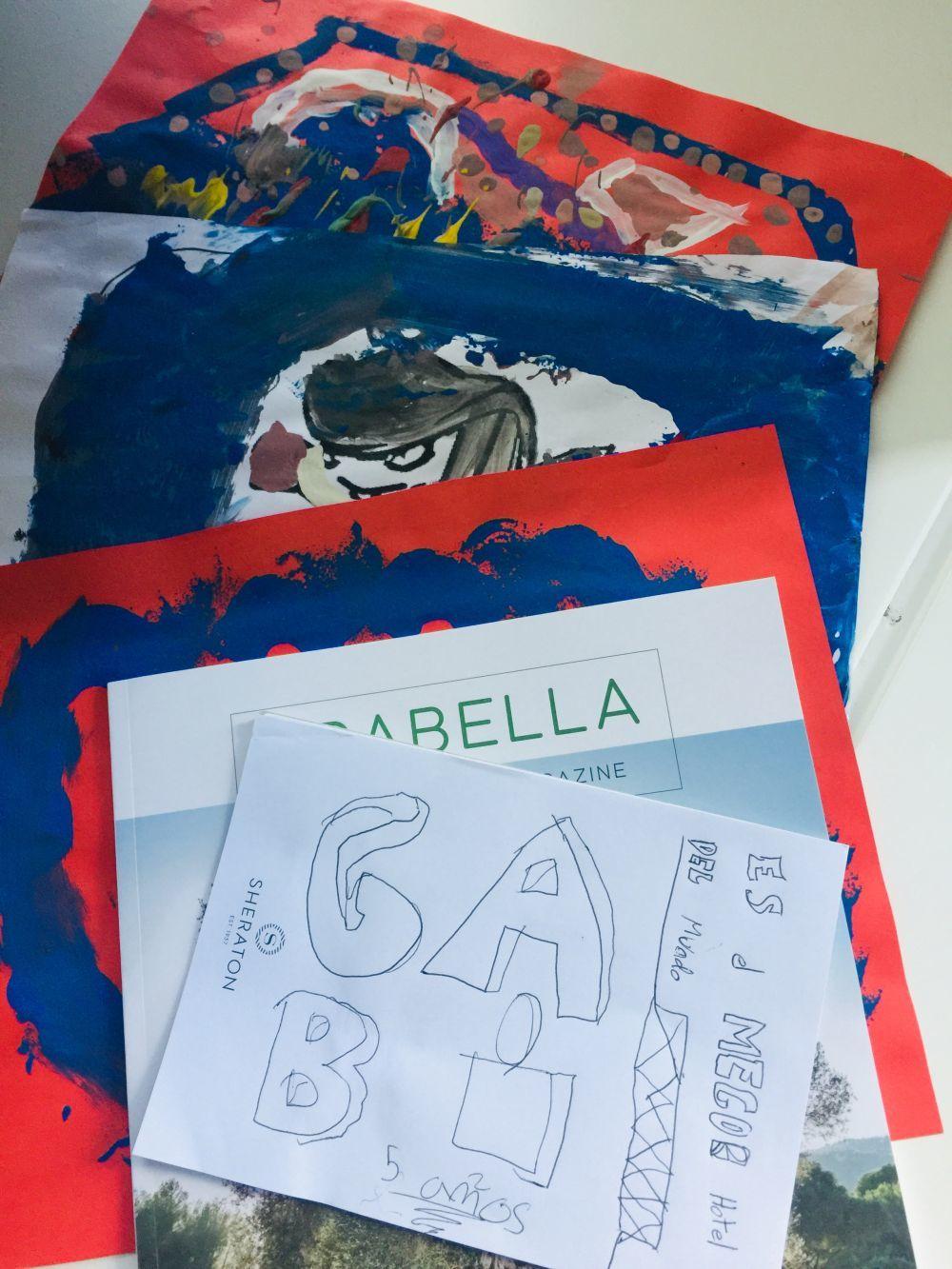 Dibujos que mis hijos hicieron durante su estancia en el Hotel Sheraton Arabella.