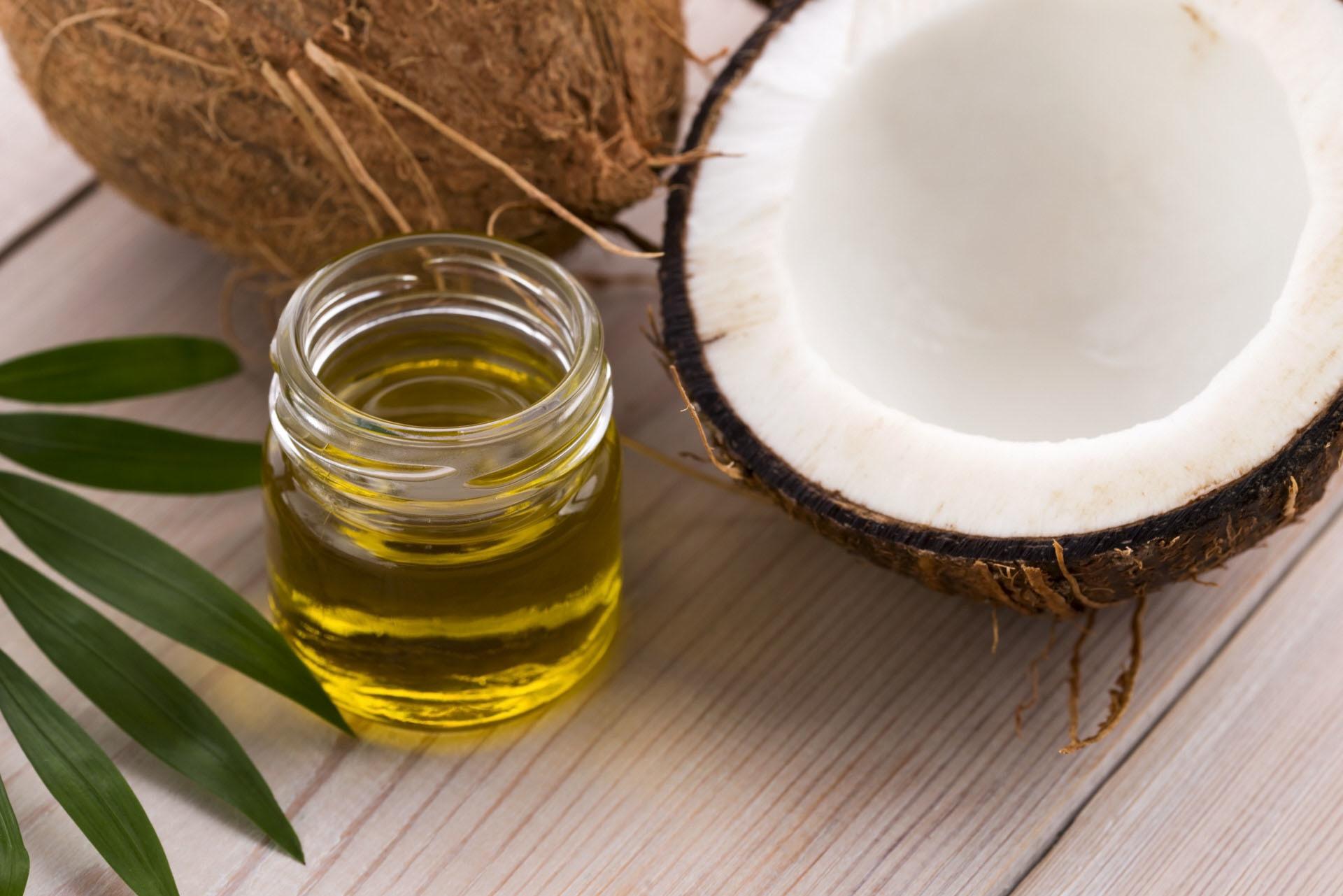 El aceite de coco tiene propiedades hidratantes para la piel, pero no...