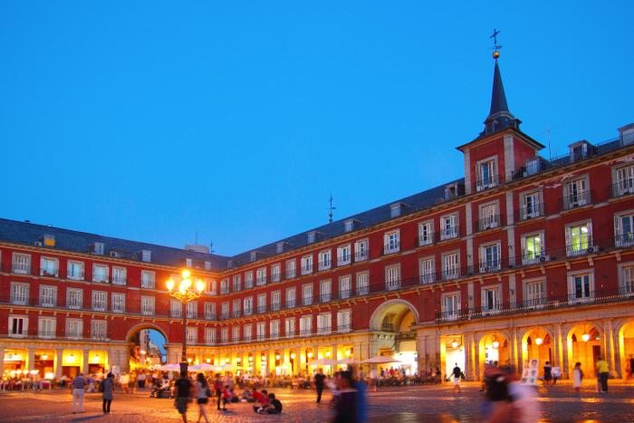 Vistas de la Plaza Mayor por la noche.