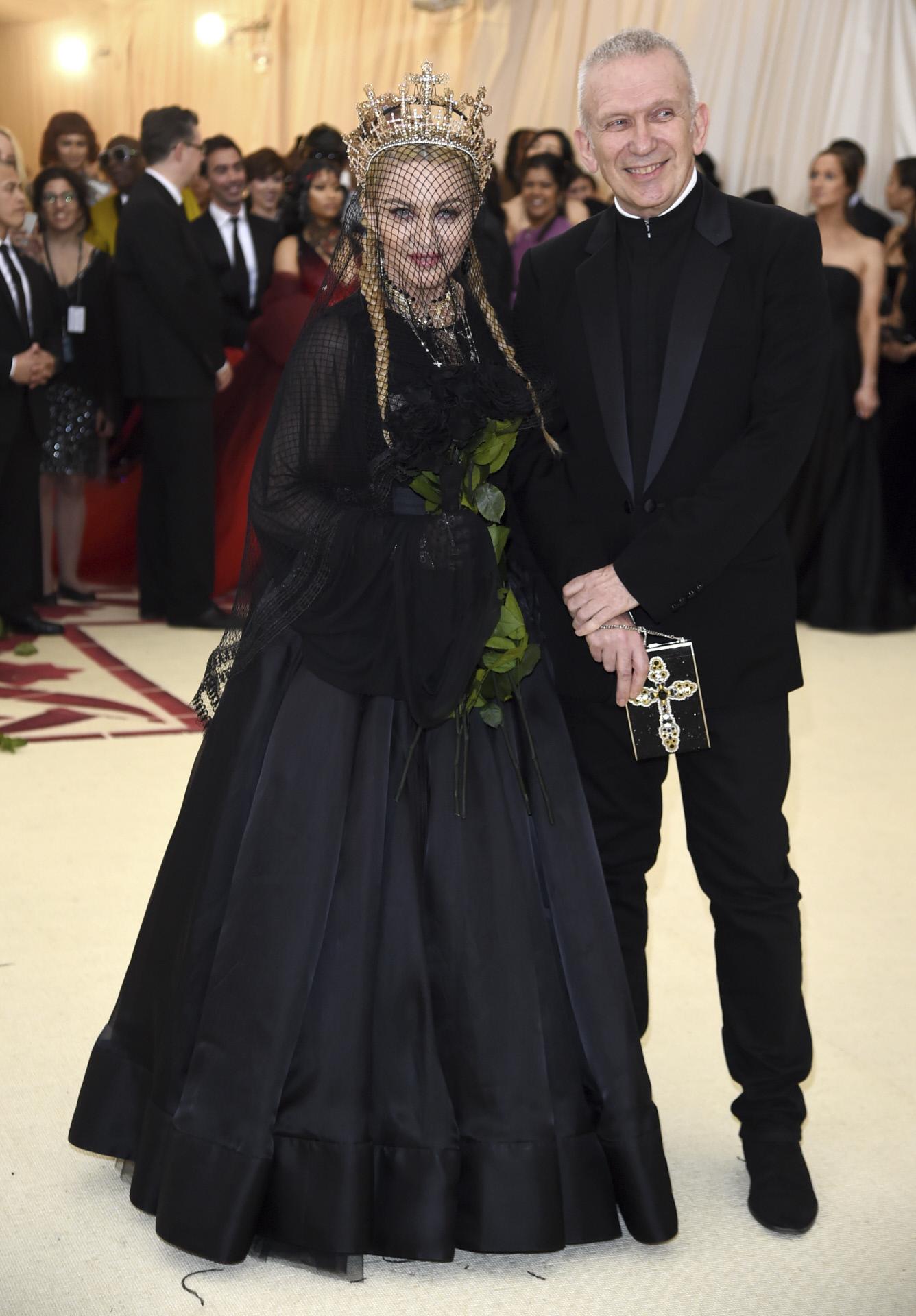 Jean Paul Gaultier y Madonna a su llegada a la última Gala Met.