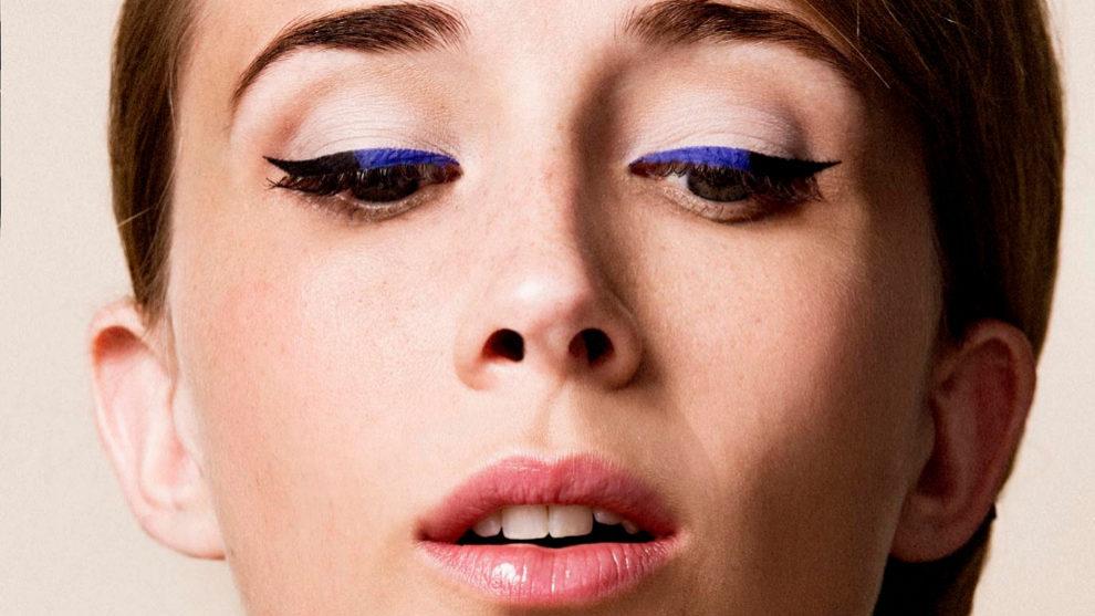Atrévete a maquillar tus ojos marrones con eyeliners de colores...