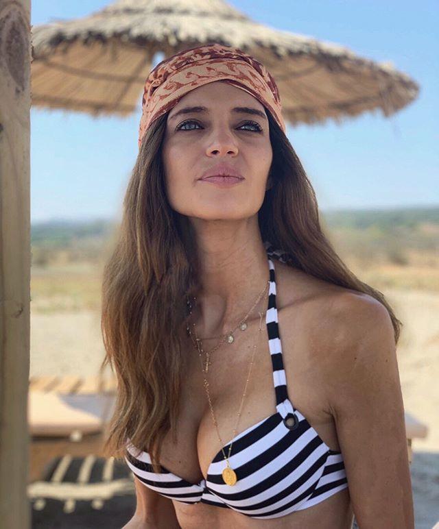 Sara Carbonero en la playa