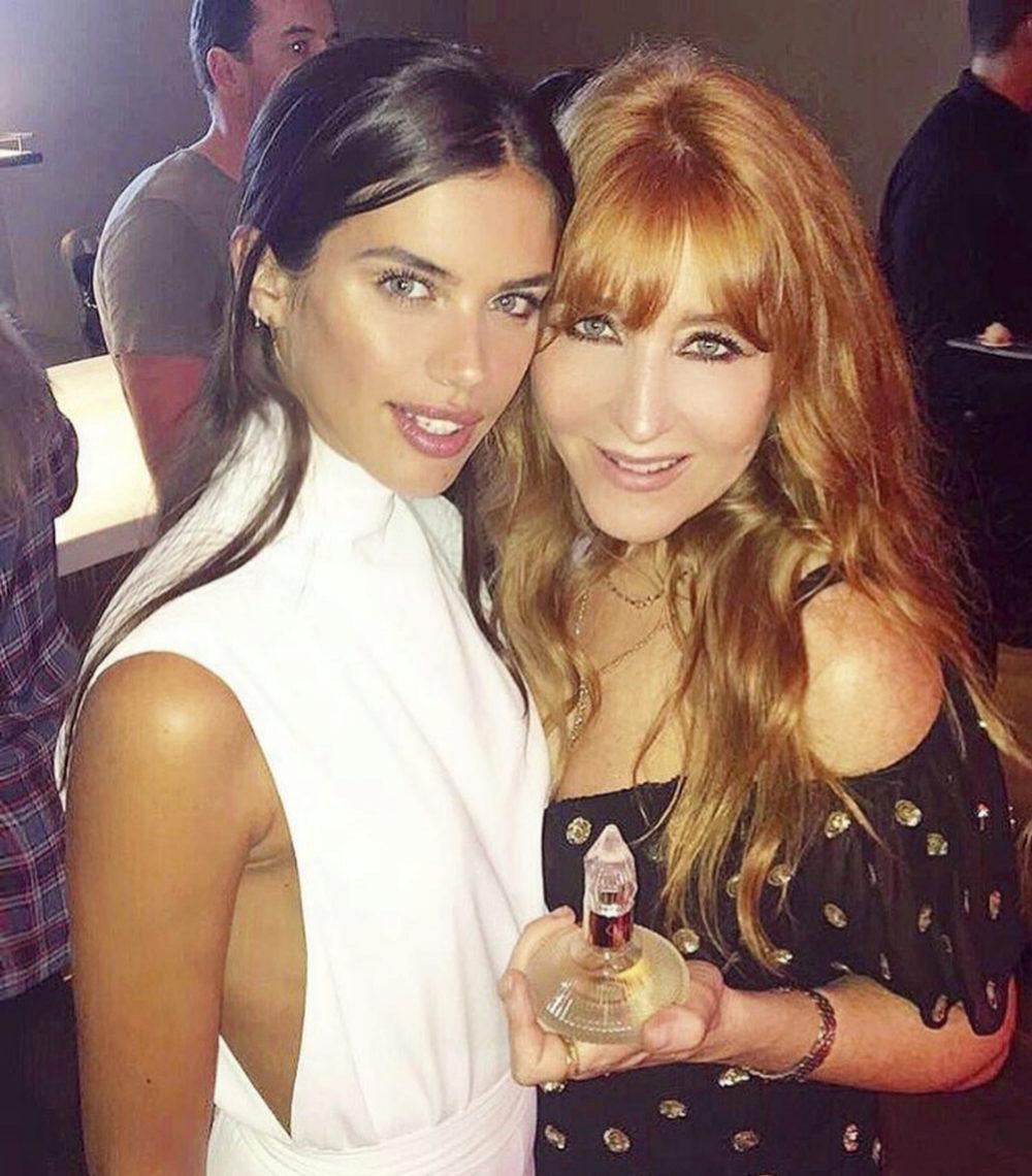 Charlotte con la modelo Sara Sampaio.