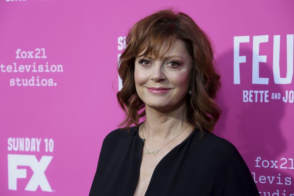 La actriz Susan Sarandon es fan de divertirse con el maquillaje y...